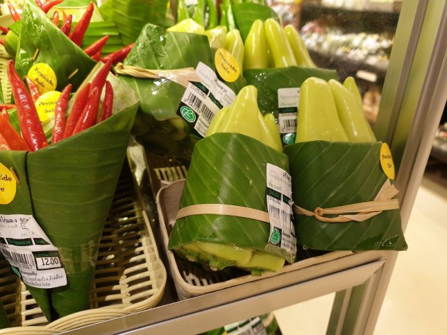 Banana leaves as alternative to plastic packaging