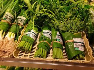Banana leaves as sustainable alternatives to plastic packaging image via Facebook/perfecthomes